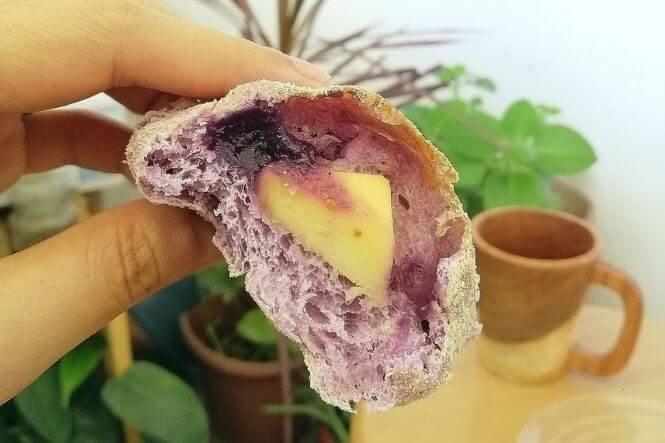 ube cheese pandesal